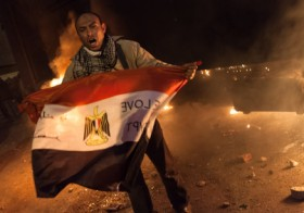 Man holding the flag of Egypt